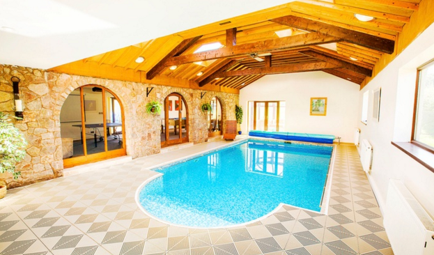 Large Cottage With Hot Tub And Games Room